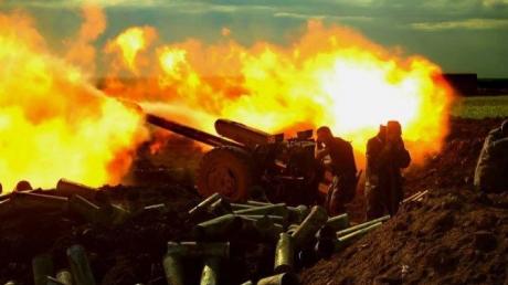 """Артиллерия ВСУ нанесла мощный контрудар по """"ДНР"""": видео шквального огня впечатлило Сеть"""