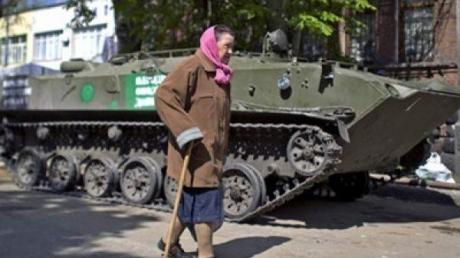 """Боевики """"ЛНР"""" признали большинство пенсионеров богатыми и отменили им льготный проезд"""