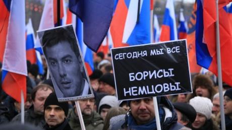 Задержанным участникам шествия памяти Немцова вынесли наказание