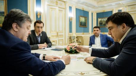 """""""Есть госответственность"""", - Порошенко раскритиковал Офис президента накануне назначения Саакашвили"""