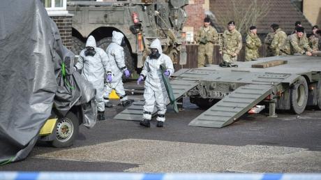 Стало известно, каким веществом отравили шпиона Скрипаля: Великобритания требует объяснений от России - кадры