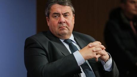 Неожиданно у Меркель заявили о возможном снятии санкций с РФ уже летом 2016 года