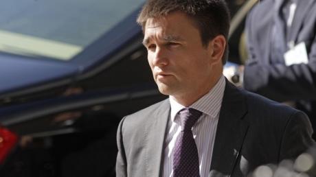 Глава МИД Украины указал в декларации о доходах новую супругу