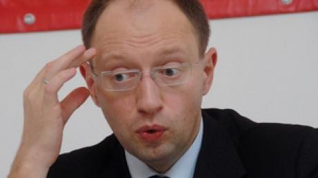 Яценюк за кресло не держится: Яременко
