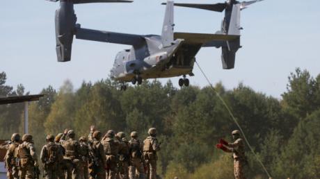 Кадры высадки десанта ВСУ с конвертоплана V-22 Osprey беспарашютным способом: первое видео