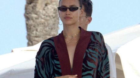 Ирина Шейк недолго была одна: 33-летнюю модель заметили с новым парнем Джастином Теру