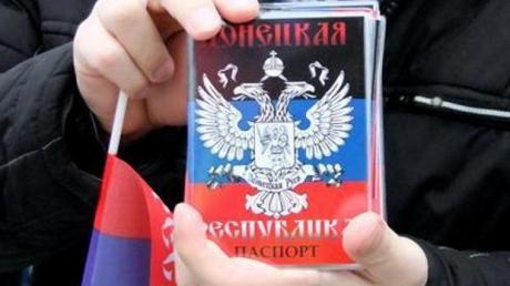"Вместо пенсий и зарплат - новый паспорт ""ЛНР"""