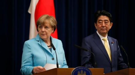 Японский премьер Абэ отказал Меркель на предложение вступить в НАТО из-за спора с РФ о Курилах - СМИ