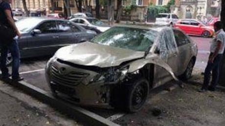 В центре Одессы произошел взрыв машины бывшего депутата, имя чиновника держится в тайне: опубликованы первые кадры - СМИ