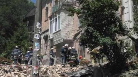 Трагические данные из Киева: одна из жертв взрыва дома скончалась, количество раненых увеличилось. Под завалами могут до сих пор находиться люди - кадры