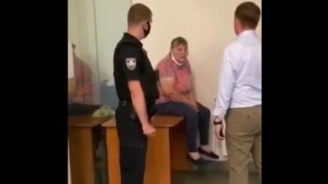 """Неизвестная женщина в Офисе Генпрокурора грозится себя сжечь: """"Я смерти не боюсь"""""""