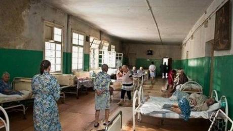 """Жители Донецка о медицине в """"ДНР"""": """"Еще немного, и мы будем тихо умирать дома. В наших больницах реальный ад"""""""