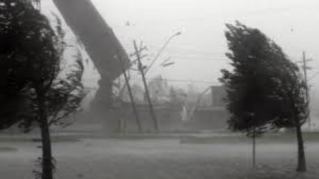 Жертвы непогоды: 1 человек погиб и 86 населенных пунктов остались без света из-за сильных дождей и ветра