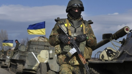 """Боевики """"ДНР"""" атаковали силы АТО в Опытном из артиллерии, минометов и БМП"""