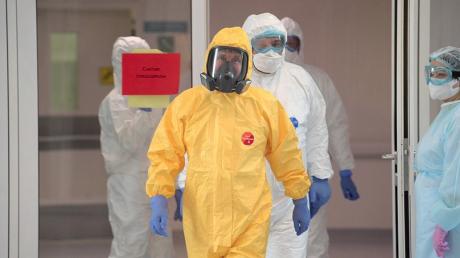 СМИ: визит Путина к пациенту с коронавирусом оказался фейком, фотофакт