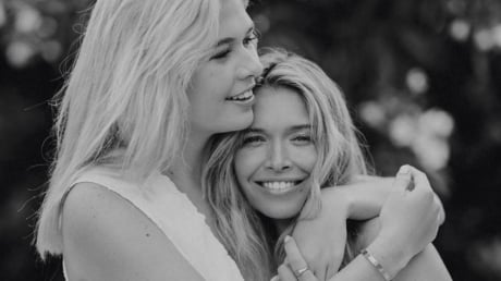 Дочь Веры Брежневой 19-летняя Софья затмила мать красотой в белом бикини