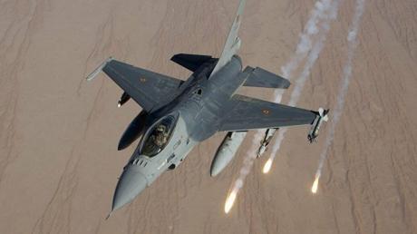 Турецкий истребитель F-16 открыл огонь в небе над Идлибом по Су-22: фото