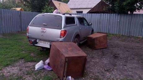 Пьяный депутат устроил настоящую охоту на жителей Конотопа: колесил по городу, приставал к девушкам и стрелял в прохожих