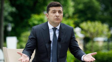 Отставка Зеленского из-за нарушения закона: президент ответил на петицию
