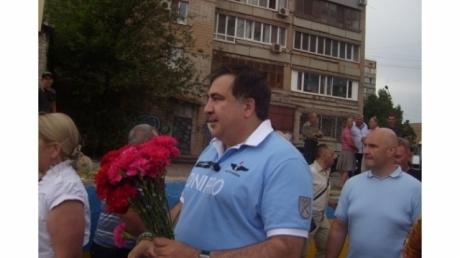 """""""Меня приняли в Партию зеленых"""", - в Кривом Роге Саакашвили забросали зеленкой и яйцами - кадры"""