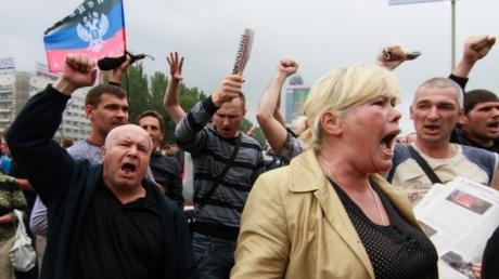 """Пришел """"ру****й мир"""", и жители оккупированного  Донбасса теперь вынуждены работать за еду, как дикари в самых отсталых и варварских государствах, – кадры от Казанского"""