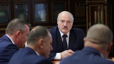 """Лукашенко после """"Марша партизанов"""" обратился к сторонникам: """"Порвут на куски"""""""