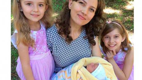 Винничанка Алена Бабич родила перед дверью закрытого роддома – муж героически принял малыша