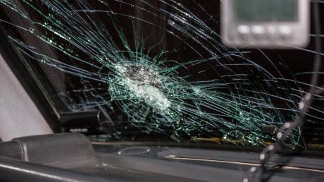 В Гродно ОМОН напал на семью: силовики разбили голову ребенку и побили машину