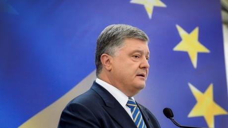 Президент Украины получил приглашение одним из первых: Макрон попросил Порошенко приехать во Францию для переговоров 26 июня