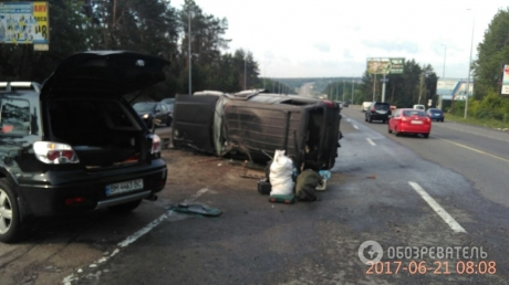 Под Киевом на Одесской трассе произошла серьезная авария с участием военных: опубликованы кадры
