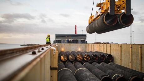 """Bloomberg: США будут расширять санкции против российского """"Северного потока - 2"""""""