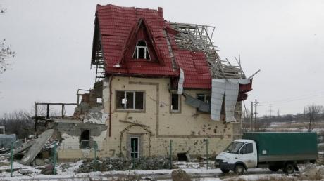 'Немецкие хроники' от боевиков 'ДНР': женам шахтеров сначала разбили дома, а потом выгнали разбирать завалы