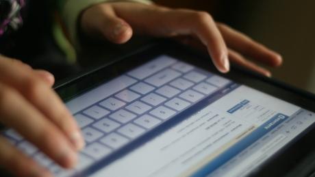 """Российская социальная сеть """"ВКонтакте"""" представила новый вариант дизайна сайта, который уже тестируют пользователи"""