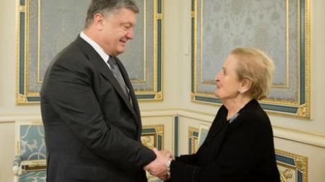 """Мы должны обеспечить Украине право на самооборону: """"железная леди"""" Олбрайт заставила Кремль напрячься, призвав дать украинцам оружие"""