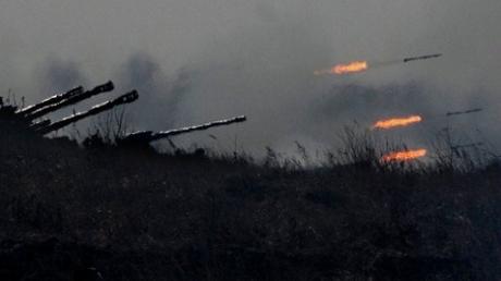 Террористы устроили адский вечер Авдеевке и Марьинке: тяжелой артиллерией ударили по жилым кварталам
