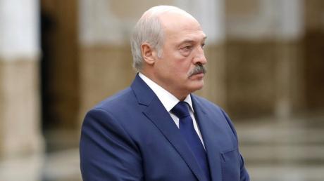 Посол РФ подарил Лукашенко перед визитом в Москву карту белорусских губерний в составе Российской империи: видео реакции