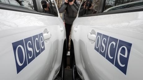 """Вооруженные боевики """"ДНР"""" не любят ОБСЕ - наблюдателей Миссии не пустили в один из самых обстреливаемых районов Донецка"""
