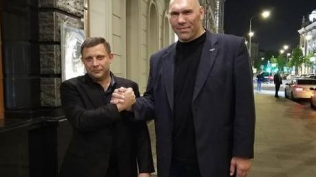 """Захарченко """"взорвал"""" Интернет совместным фото с боксером Валуевым: соцсети """"жестко издеваются"""""""