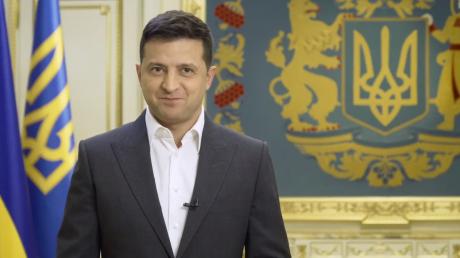 Зеленский анонсировал всеукраинский опрос: 5 важных вопросов для украинцев