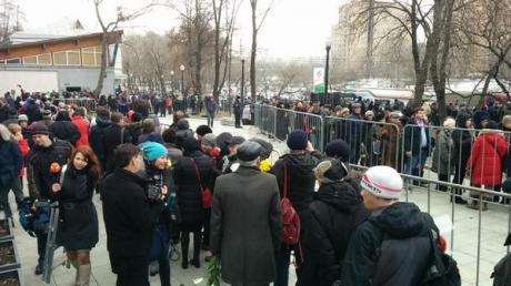 Представитель Путина в Госдуме пришел на прощание с Немцовым