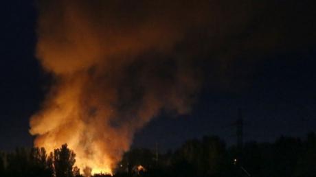 Соцсети: в Донецке прогремела серия взрывов, над городом повисло странное зарево