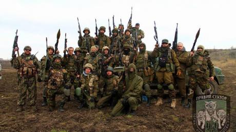 """ДУК """"Правый сектор"""" объявил всеобщую мобилизацию: бойцов срочно приводят в боеготовность"""