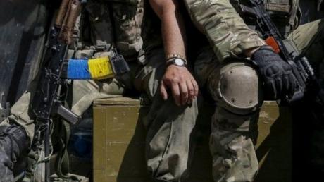 """Боец ВСУ поразил Сеть исполнением повстанческого гимна: настоящий """"Голос страны"""", который не покажут по ТВ, - кадры"""