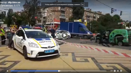 Две машины Nissan или Renault вылетели на тротуар в Киеве: кто виноват в трагичном ДТП и гибели пешехода - кадры