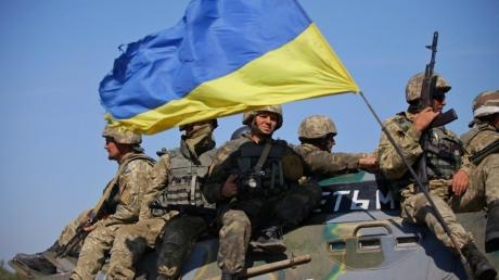 Зарплата военнослужащих вырастет. Порошенко рассказал, сколько будут получать защитники Украины
