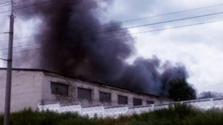 На территории военного склада в Ровно прогремели взрывы: местные жители пишут о сильном пожаре и публикуют первые кадры