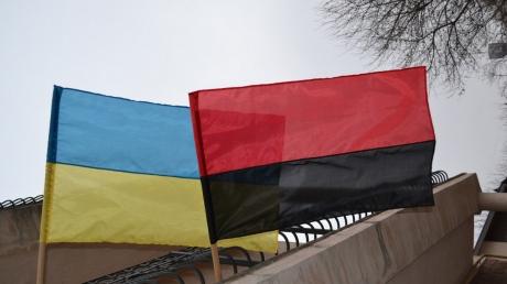 """""""Диверсия"""" под носом у врага: в Донецке в 600 метрах от здания """"МГБ"""" вывесили флаги Украины и УПА - подробности и кадры"""