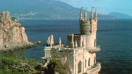 Стало известно, как туристы из ЕС ездят в Крым в обход изоляции