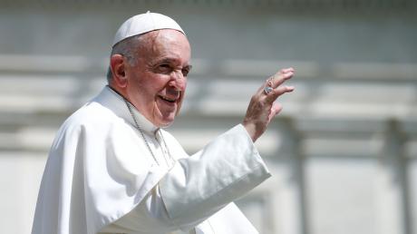 Вспышка коронавируса в Италии: с Папой Римским после богослужения произошло несчастье - детали