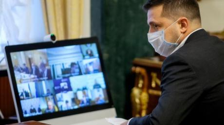 Не носите маску - штраф: Зеленский подписал закон